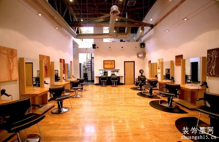 理发店门面室内仿木地板地砖装修效果图片